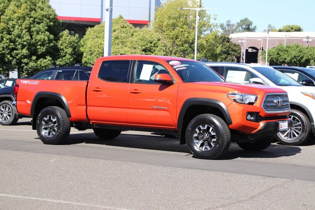 Certified Pre-Owned 2017 Toyota Tacoma Double Cab TRD Off Road 4X4* NEW TIRES, ONE OWNER, NAVIGATION, TOWING PKG, STILL COVERED UNDER THE ORIGINAL NEW TOYOTA FACTORY WARRANTY, TOYOTA FACTORY CERTIFIED