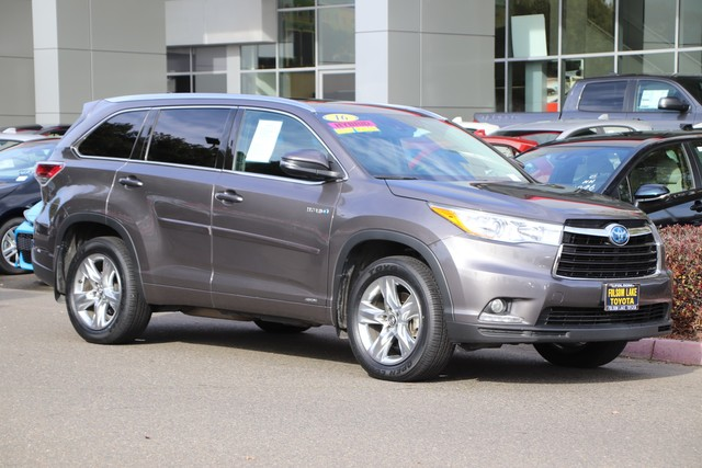 Pre-Owned 2016 Toyota Highlander Hybrid Limited Platinum 4X4* NEW TIRES, ONE OWNER, NAVIGATION, HEATED AND VENTILATED LEATHER SEATS, THIRD ROW SEAT, ROOF RACK, BLIND-SPOT MONITOR