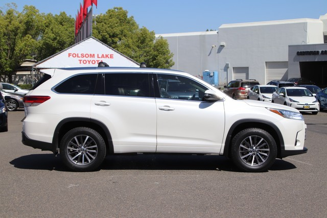 Certified Pre-Owned 2017 Toyota Highlander XLE AWD*ONE OWNER, NEW TIRES, NEW BRAKES, TOYOTA FACTORY CERTIFIED