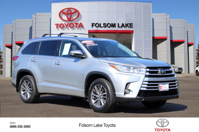 Certified Pre-Owned 2017 Toyota Highlander XLE AWD* ONE OWNER, NAVIGATION, HEATED SEATS, LEATHER, THIRD ROW SEAT, MOONROOF, ROOF RACK, BLIND-SPOT MONITOR, TOYOTA FACTORY CERTIFIED