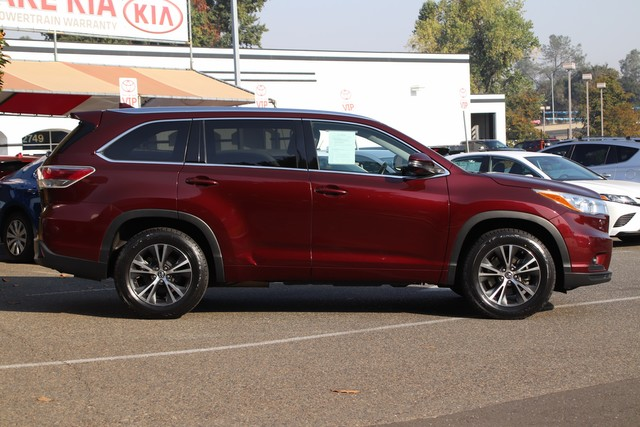 Certified Pre-Owned 2016 Toyota Highlander XLE* NEW TIRES, NEW BRAKES, ONE OWNER, NAVIGATION, HEATED LEATHER SEATS, THIRD ROW SEATS, MOONROOF, ROOF RACK, TOYOTA FACTORY CERTIFIED