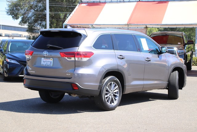Certified Pre-Owned 2017 Toyota Highlander XLE* ONE OWNER, NEW TIRES, NEW BRAKES, NAVIGATION, HEATED LEATHER SEATS, THIRD ROW SEATS, MOONROOF, ROOF RACK, BLIND-SPOT MONITOR