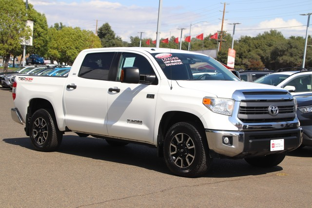 Certified Pre-Owned 2015 Toyota Tundra CrewMax SR5 Trd Off-Road, 4X4* ONE OWNER, NAVIGATION, POWER BUCKET SEAT, TRD SHIFT KNOB & EXHAUST TIP, BED EXTENDER, BED LINERTOYOTA FACTORY CERTIFIED