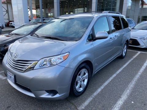 Certified Pre-Owned 2017 Toyota Sienna LE* ONE OWNER, NAVIGATION, THIRD ROW SEAT, ROOF RACK, TOYOTA FACTORY CERTIFIED Front Wheel Drive Minivan/Van - In-Stock