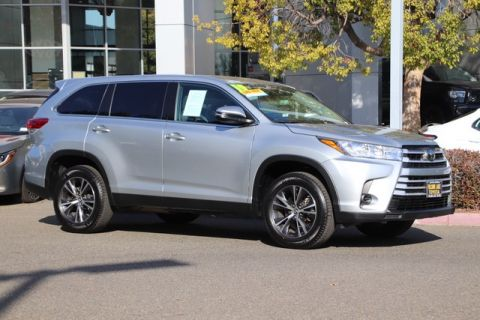 Pre-Owned 2019 Toyota Highlander LE* THIRD ROW SEAT, LANE DEPARTURE ALERT, STILL COVERED UNDER THE ORIGINAL NEW TOYOTA FACTORY WARRANTY