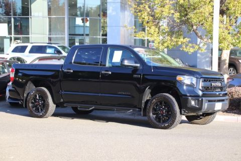 Certified Pre-Owned 2015 Toyota Tundra CrewMax TRD Pro 4X4* NEW BRAKES, ONE OWNER, NAVIGATION, RUNNING BOARDS, TOYOTA FACTORY CERTIFIED Four Wheel Drive Short Bed - In-Stock
